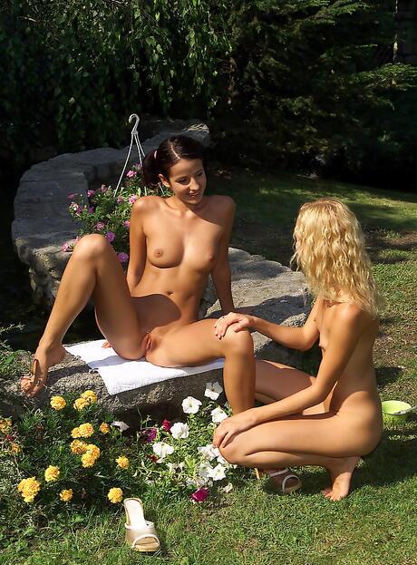 Outdoor Lesbian Sex Galleries