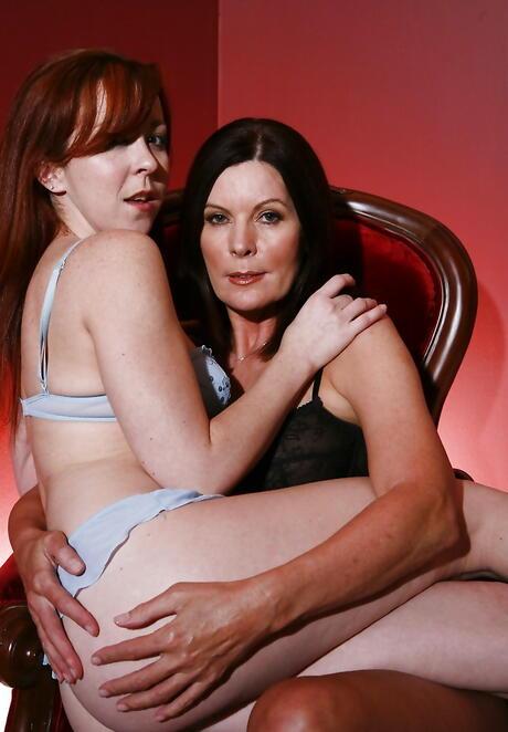 Mature Lesbians Sex Galleries
